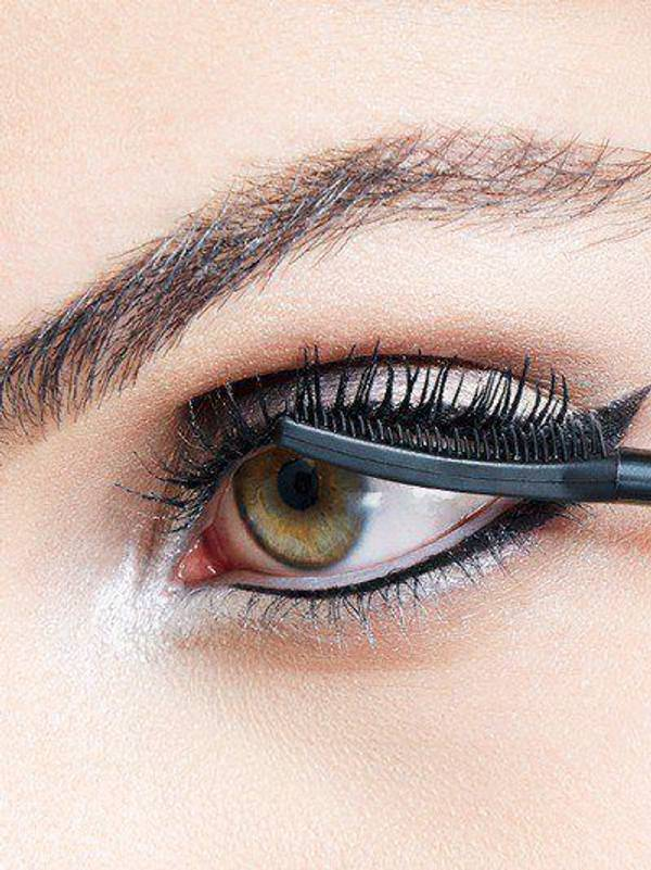 maybelline-falsies-push-up-angel-mascara-night-out-look-step-3-3x4