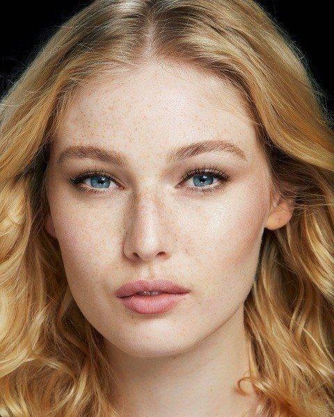 Правила естественного макияжа девушка модель оверсайз работа