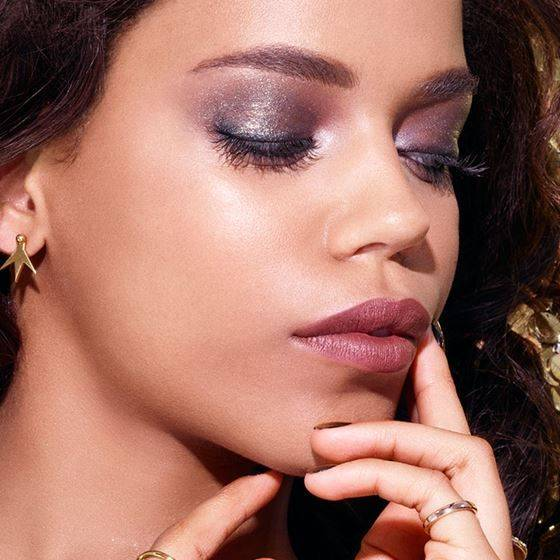 maybelline-makeup-trends-holiday-glamorous-glitter-macro-3x4